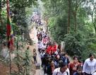 Người dân nườm nượp đổ về Đền Hùng bái Tổ