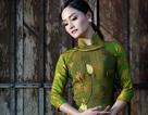 Diễn viên Lan Phương quyến rũ với áo dài dân tộc
