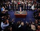 """Câu chuyện về bức ảnh """"đắt giá"""" trong phiên điều trần của cựu Giám đốc FBI"""