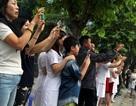 """Người Hà Nội háo hức xem xe """"quái thú"""" của Tổng thống Trump trên phố"""