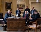 """Bức ảnh báo trước """"giông bão"""" ở Nhà Trắng"""