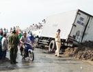 Xe tải tuột dốc cầu tông 2 xe máy, cháu bé 6 tuổi tử vong