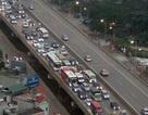 """Dân đổ về Hà Nội, Sài Gòn sau những ngày nghỉ """"vét"""", nhiều tuyến đường ùn tắc"""