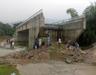Hòa Bình: Cả xã bị cô lập trong mùa lũ do cầu xây xong không có đường lên