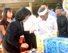 Phó Chủ tịch nước tặng quà người dân vùng lũ Quảng Nam