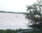 Thi thể cô gái trẻ nổi trên hồ với dây thừng quấn quanh cổ