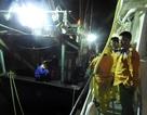 Cứu hộ 9 thuyền viên tàu cá sắp chìm trên vùng biển Nghệ An - Hà Tĩnh