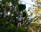 Du khách nhí rơi khỏi đu quay cao hơn 7m trong công viên