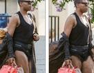 """""""Sao"""" đồng tính tự tin diện quần siêu ngắn, xách túi hàng hiệu ra phố"""