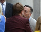 Khoảnh khắc ngọt ngào của Elton John bên chồng