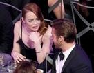 """Cặp """"sao"""" phim La La Land thân thiết dự sự kiện"""