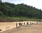 Mở rộng địa bàn tìm kiếm cán bộ biên phòng bị lũ cuốn trôi