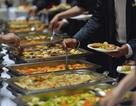 """""""Thánh ăn chùa"""" 14 năm đi viếng người lạ để """"tranh thủ"""" tiệc buffet"""