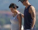 Rộ tin bạn gái Ronaldo mang bầu