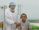 Cậu bé 10 tuổi hồi sinh nhờ lá gan của mẹ
