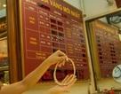 """Vàng SJC """"đứng hình"""" trước đợt tăng của giá thế giới"""