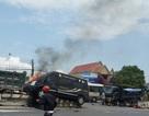 Xe khách Limousine va chạm với xe tải rồi bốc cháy