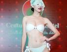 Hà Thu và thí sinh Hoa hậu Trái đất đeo mạng trình diễn áo tắm