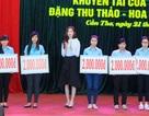Hoa hậu Đặng Thu Thảo trao học bổng cho sinh viên trường ĐH Tây Đô
