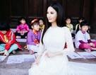 """Hoa hậu Sương Đặng """"khoe"""" vẻ đẹp không tì vết với áo dài"""