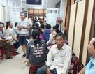 Chen chân xếp hàng đăng ký học thêm hè cho con