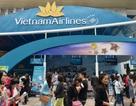 """Hàng trăm hành khách """"săn"""" vé máy bay giá rẻ tại Hội chợ du lịch"""