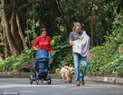 Irina Shayk và bạn trai đưa con đi dạo phố