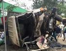 Xe tải và xe đầu kéo đối đầu rồi lao vào nhà dân