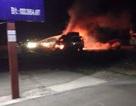 Xe chở hàng điện lạnh bất ngờ bốc cháy trong đêm