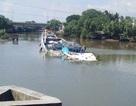 Trục vớt thành công ghe chở 100 tấn vôi chìm trên kênh