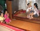 Đau đớn 2 con thơ học giỏi xin mẹ nghỉ học để cứu cha bệnh nặng