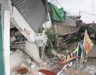Cán chết 1 người đi bộ, xe tải tiếp tục đâm sập 2 nhà dân