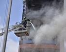 Cháy nhà 5 tầng, điều lính cứu hỏa của 3 quận tới dập lửa