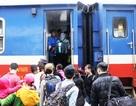 Dân xa xứ hối hả về quê ăn Tết trên những chuyến tàu Bắc - Nam