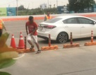Ngăn chặn người đàn ông có biểu hiện bất thường lái ô tô qua hầm Thủ Thiêm