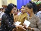 Phó Chủ tịch nước thăm, tặng quà học sinh và hộ nghèo