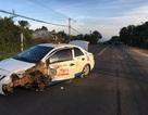 Taxi chở pháo lậu gây tai nạn trên đường bỏ chạy