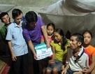 Hơn 28 triệu đồng đến với 2 con thơ học giỏi xin mẹ nghỉ học để cứu cha bệnh nặng