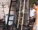 Hà Nội: Cháy lớn trên tầng tum, cả khu phố náo loạn