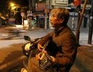 Tiếng đàn guitar mời khách lúc 0h của bác tài xe ôm trên phố cổ