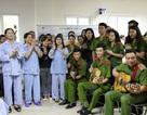 Đại học phòng cháy chữa cháy tặng quà và hát cho các bệnh nhân bị ung thư