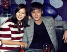 Vợ chồng Jang Dong Gun lần đầu xuất hiện cùng hai con sau 7 năm