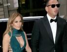 Jennifer Lopez đẹp đôi bên bạn trai kém tuổi