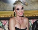 Katy Perry khoe ngực đầy với váy trễ nải