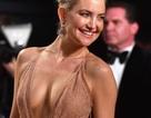 Kate Hudson tuyệt đẹp trong chiếc váy màu nude