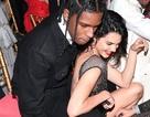Kendall Jenner tình tứ bên bạn trai mới