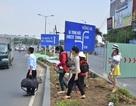 """Hành khách """"bỏ"""" taxi, chạy bộ vào Tân Sơn Nhất"""