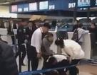 Khách Trung Quốc lao vào ẩu đả nhân viên sân bay khi chuyến bay bị hoãn