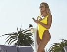 Khloe Kardashian sexy với áo tắm liền mảnh