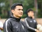 Từ chối lời đề nghị từ Việt Nam, HLV Kiatisuk cầm quân tại Thai-League